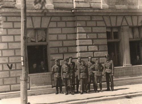 Други светски рат, немачки војници испред зграде старе Поште која је срушена, а налазила се у данашњој
