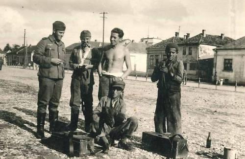 Други светски рат, непозната локација