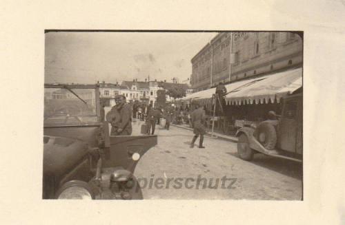 Други светски рат, поглед из улице Вожда Карађорђа према Тргу Краља Милана, са десне стране хотел Ориј