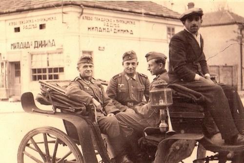Други светски рат, Улица Николе Пашића, скретање десно према Улици Караџићевој